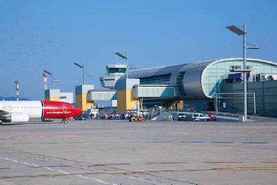 Обновлённое здание пассажирского терминала Дубровника, его реконструкция была завершена в 2013 году, общая сумма вложений составила 22 млн. евро