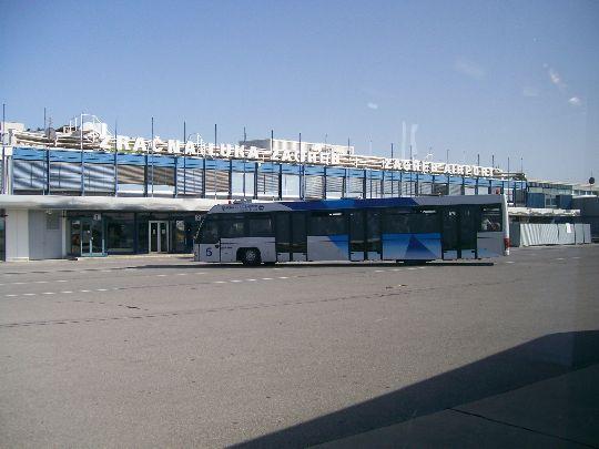Прибытие к терминалу столичного аэропорта
