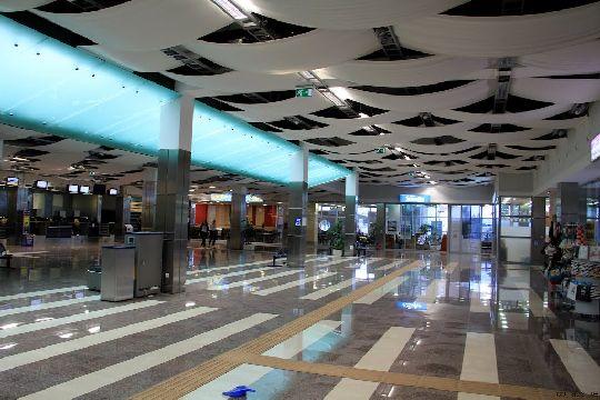 Внутри здания аэропорта