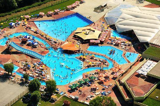''Терме Тухель'' - это огромный комплекс с аквапарком, летними и зимними бассейнами, комплексом саун и современным Spa-центром