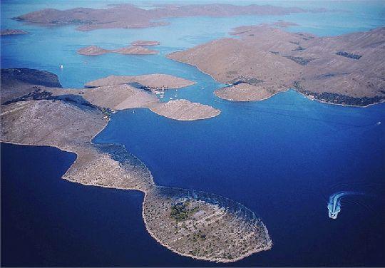 Корнаты - настоящий шедевр природы, лабиринт морских каналов и островов