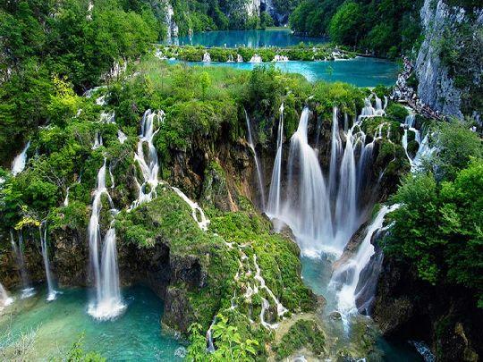Плитвицкие озёра - самый популярный и наиболее часто изображаемый на туристических открытах и буклетах природный памятник Хорватии