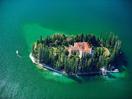 Хорватия готова побаловать туристов райским отдыхом на своих изумительных островах