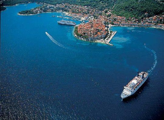 Хорватия насчитывает свыше тысячи островов, поэтому не удивительно, что в стране весьма развита паромное сообщение