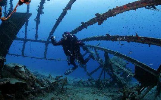 Еще одно популярное среди дайверов судно - Джузеппе Децца