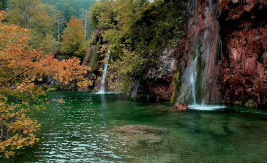 Плитвицкие озера красивы в любое время, и по своему обворожительны осенью