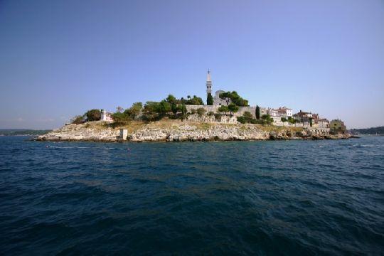 Среди многих островов Хорватии дайверы выдяляют остров Банйоле